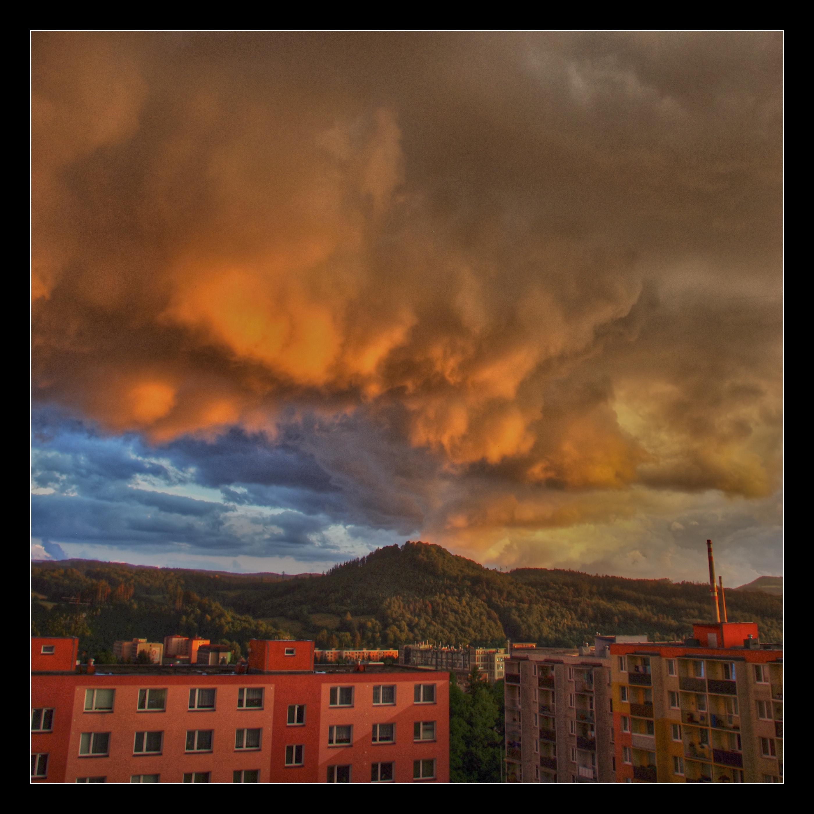 Večerní obloha (Rožnov pod Radhoštěm)....