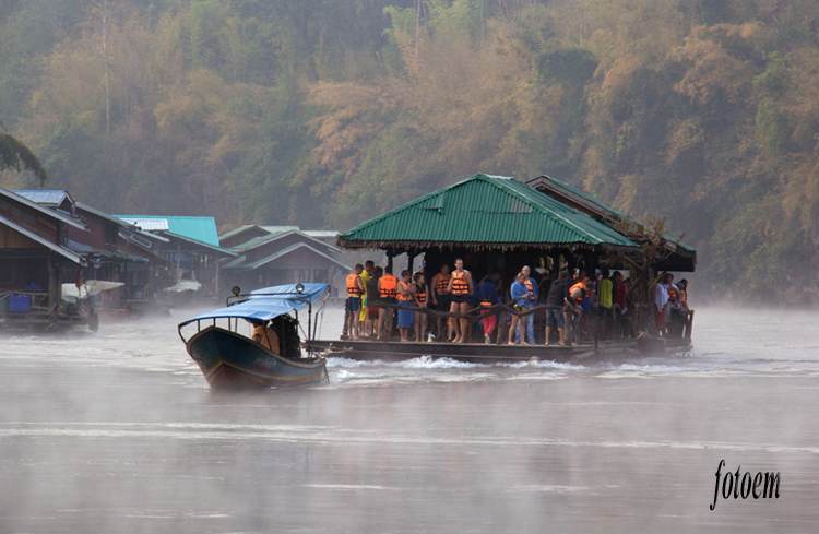 ráno na řece Malá Kwai